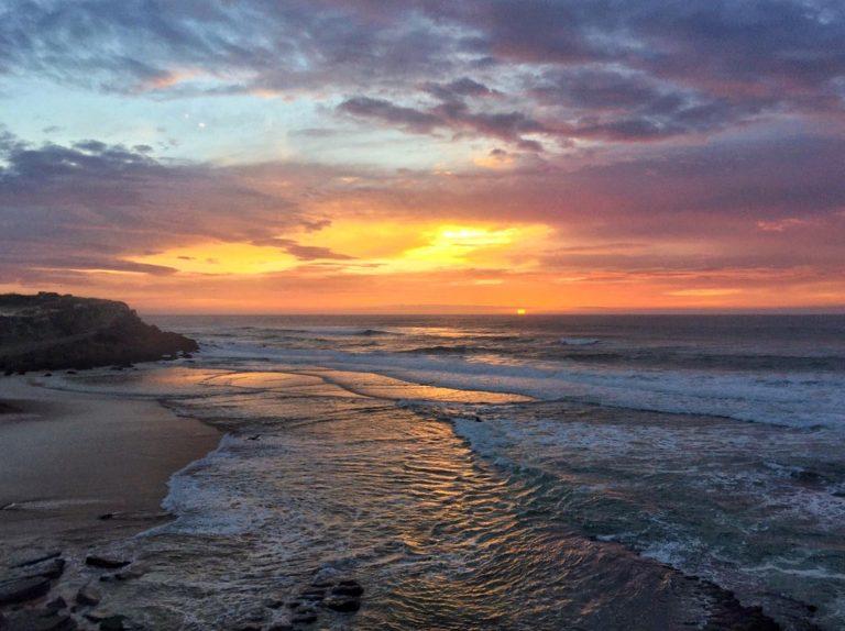 sunset praia das macas surfiberia
